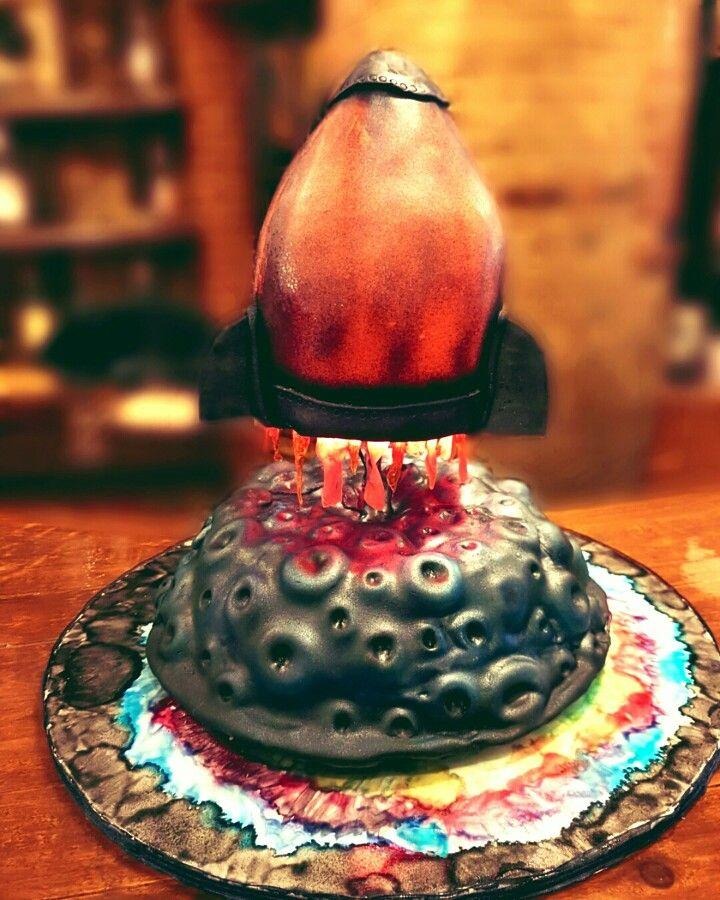 Rocket ship cake  Tutorial at #sugargeekshow