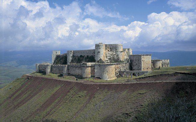 Krak dos Cavaleiros (Síria). Fortificação foi construída no século 12 e era inicialmente ocupada por grupos de curdos. Mais tarde passou ao controle do conde Raimundo 2º. Foto: Getty Images