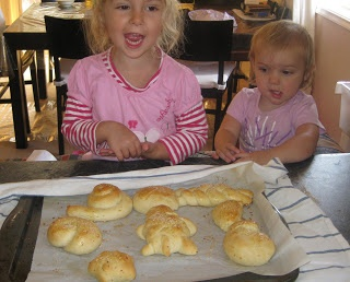 Mummy's Undeserved Blessings: Weekend Cookbook: Cheesy Bread Rolls {cooking with kids}