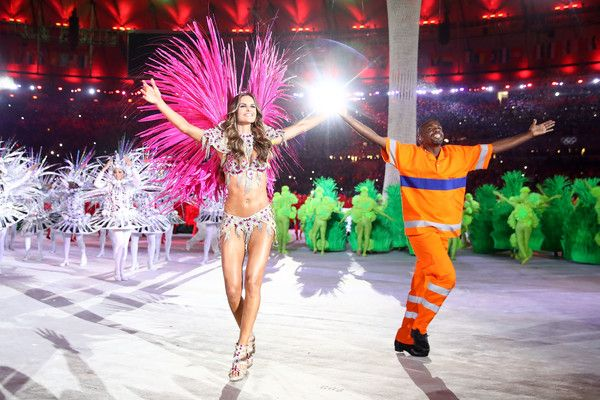 Model Izabel Goulart and Renato Sorriso dance during the Closing Ceremony on Day 16 of the Rio 2016 Olympic Games at Maracana Stadium on August 21, 2016 in Rio de Janeiro, Brazil.