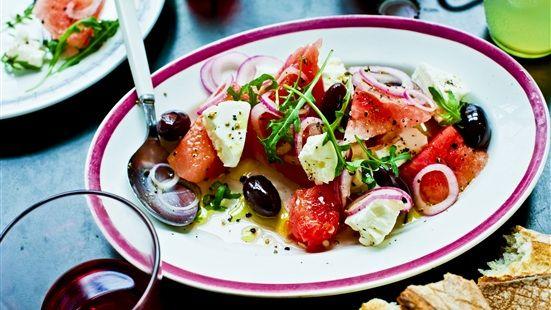 Melon och fetaostsallad  Melon och fetaost är en fantastisk smakkombination, perfekt för sommarbuffén