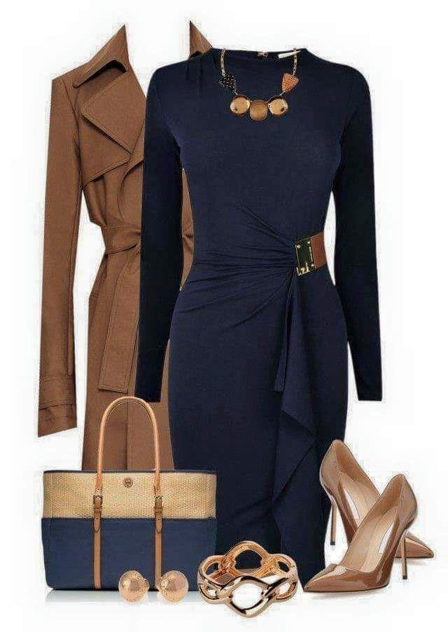 Tolles Damen-Business oder Büro in marineblauem Wickelkleid mit dazu passenden