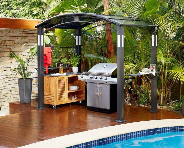Cozinha ao lado da piscina Gazebo Outdoor Kitchen Free Standing Churrasqueira Cozinha de madeira carrinho Branco Plantador cerâmico Planta da erva plataforma de madeira Palmeira Pátio Idéias Cozinha 21 Cozinha ao Ar Livre Gazebo