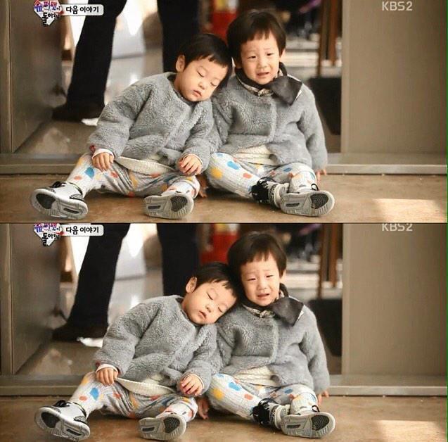 Seojun asleep with head on Seoeon's shoulder.