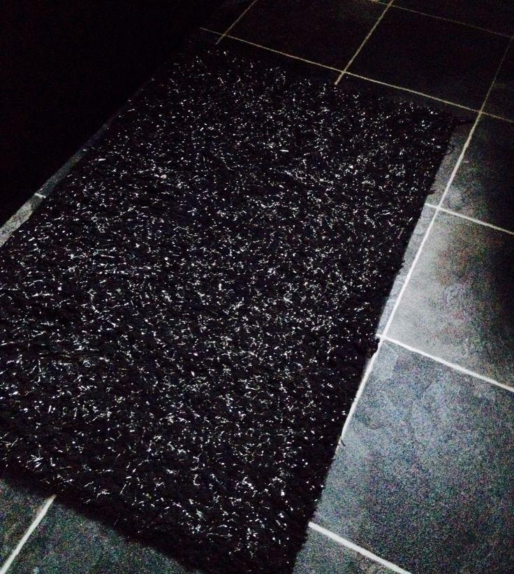 Glitter rug on grey floor Small bathroom