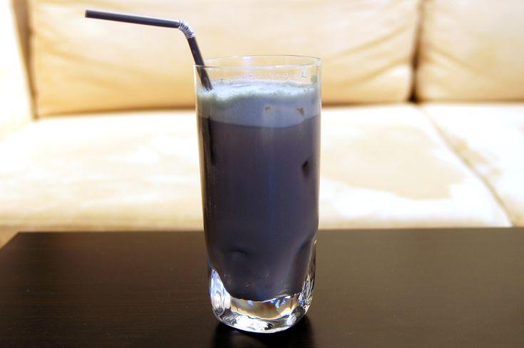 Kimm-Berry to bardzo dobry drink o ciekawym kolorze. Składa się z czterech składników: wódki, blue curacao, likieru bananowego oraz soku żurawinowego. Po ich dokładnym wymieszaniu otrzymujemy koktajl o jagodowym (z ang. berry) kolorze, przez co różni się on od pozostałych (kolorowych) drinków. W smaku, oczywiście, nie ma nic wspólnego z jagodami