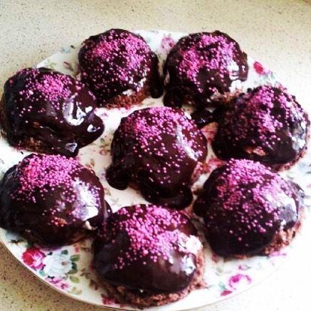 En güzel mutfak paylaşımları için kanalımıza abone olunuz. http://www.kadinika.com Tek porsiyonluk pratik pasta Hazır pandispanya(kendinizde yapabilirsiniz tabi) Krem şanti çikolata sosu istenirse içine damla çikolata-muz #lezzetli_tariflerle #eniyilerikesfet #cookies #cake #sunumönemlidir #sunumduragi #tarifsunum #yummy #yemekrium #sahanelezzetler #sunum #delicious #food #kitchengram #lezzetli #mutfakgram