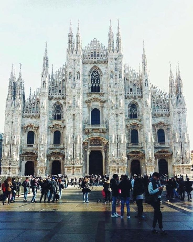 Milan I missed you so much! ✈️ • • • • • #takemeback #milano #italy #travel #fashionblogger #talkingaboutf