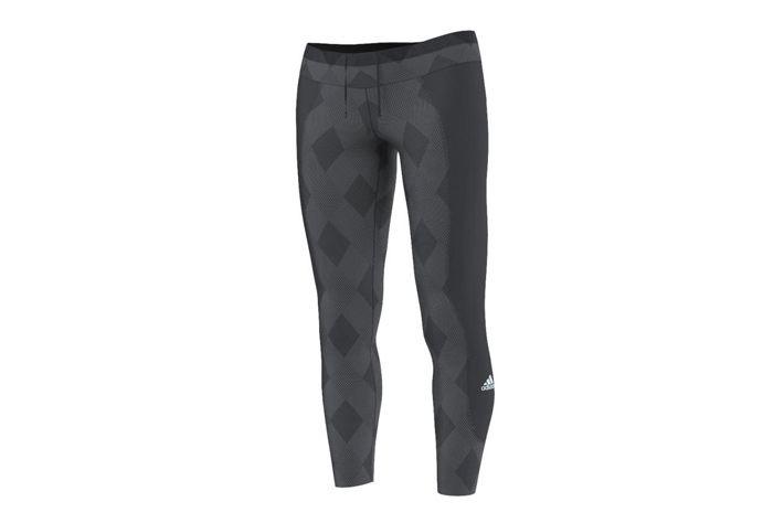 #Adidas Run Tight - damskie, długie getry o oryginalnym wzornictwie. Getry odprowadzają nadmiar wilgoci na zewnątrz.  Odpowiednio poprowadzone szwy zapewnią pełnię swobodę ruchów w czasie aktywności i komfort użytkowania. #dlugie #getry #jesienzima2015