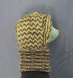Chevron mittens, free pattern by Pipo&mitten