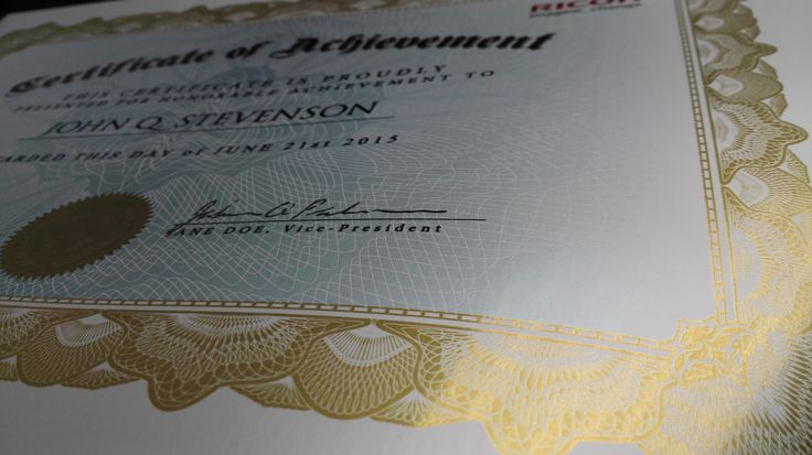 Certifikát s metalickými ochrannými prvkami