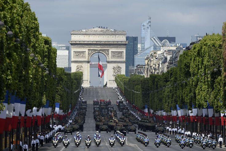 Bonne #FêteNationale! A #França comemora hoje o Dia da Bastilha, feriado que se tornou um símbolo da Revolução de 1789. Foto Alain Jocard/AFP.