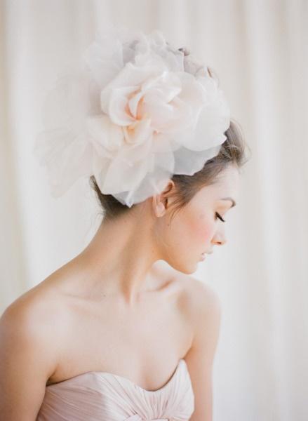 Tocado de flor <3 Bridal accessories. Statement hair piece. Wedding hair piece. Large bridal hair piece.