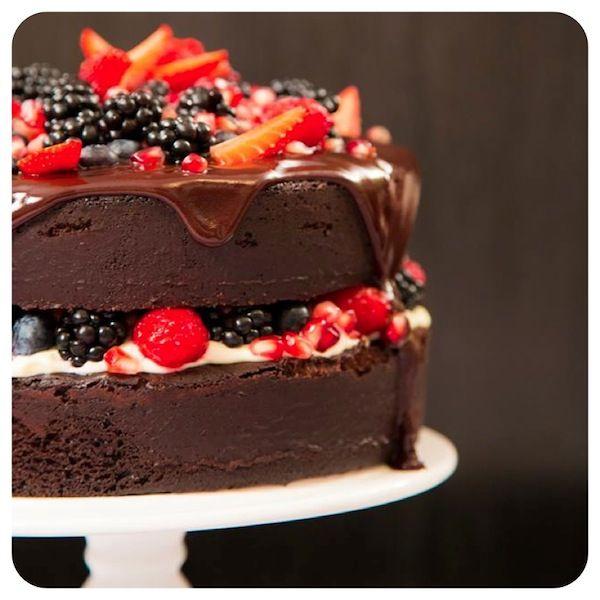 Bolo Pelado de Chocolate com Frutas Vermelhas – aka Naked Cake | Vídeos e Receitas de Sobremesas #ICKFD #Iloveit