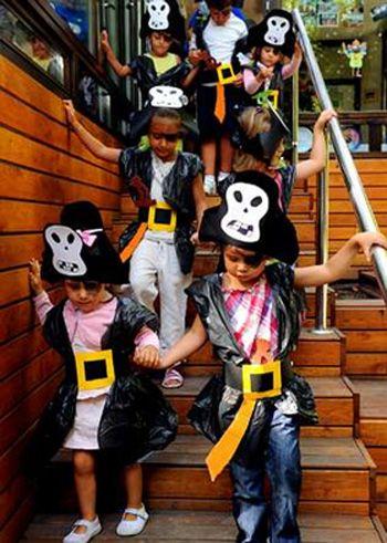 Disfraz de pirata con bolsas de basura