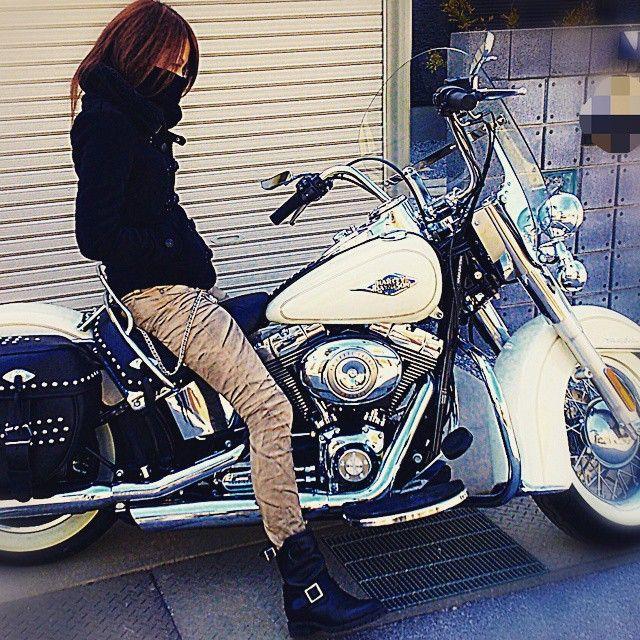 久しぶりのFLSTC ♡* こんなに重かったかな 笑 晴天なのに風冷た~い (´╥ω╥`) 2時間くらいなら 乗れるかな #ハーレー女子 #バイク女子 #harley-davidson #flstc #ハーレー #ソフテイル #harleygirl #スクリーミンイーグル #モロッコゴールドパール #股下85センチ