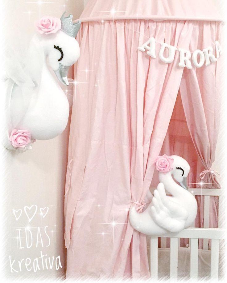 ✨Swan nursery ✨ . . . #børneværelse #lastenhuone #chambredenfant #kinderkamer #barnerom #jenterom #flickrum #handgjord #barnrumsinredning #детскаякомната #kinderzimmer #habitacionbebe #nordickids #nordickiddos #nordickidsliving #baby_and_kidsroom_inspo #kids_interior1 #swan #swans #svan #kidspillow #nursery #canopy #fauxtaxidermy #walldecor #barntavla #dekoration #köp #inredning #barnrum handmade swanhead swan pillow plush canopy nursery girls pink