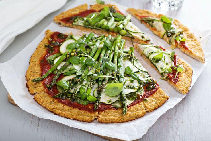 Blumenkohl-Pizza mit Zucchini und Spargel #nu3 #abnehmen