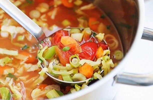 A gyorsan emészthető, vitamindús zöldségleves kevés kalóriát tartalmaz, így aztán nem veszélyezteti a tavaszi diétádat.