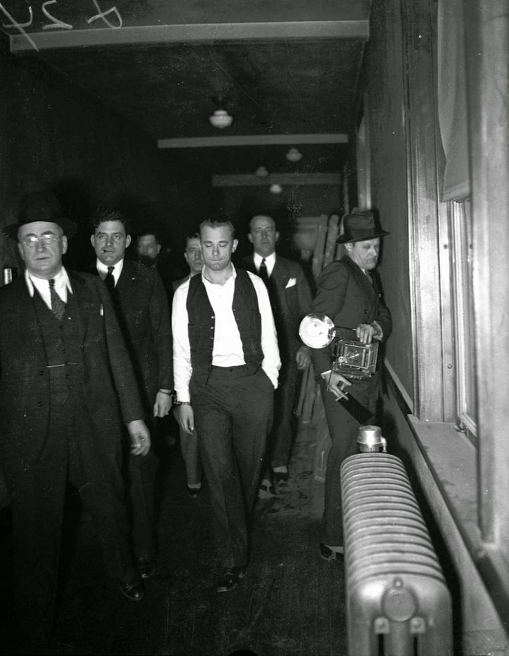Story of The Notorious John Dillinger in the 1930s Through Pictures