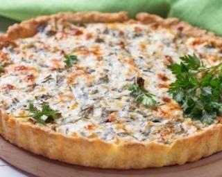 Quiche allégée Croq'Kilos à la ricotta, champignons et petits pois : http://www.fourchette-et-bikini.fr/recettes/recettes-minceur/quiche-allegee-croqkilos-la-ricotta-champignons-et-petits-pois.html