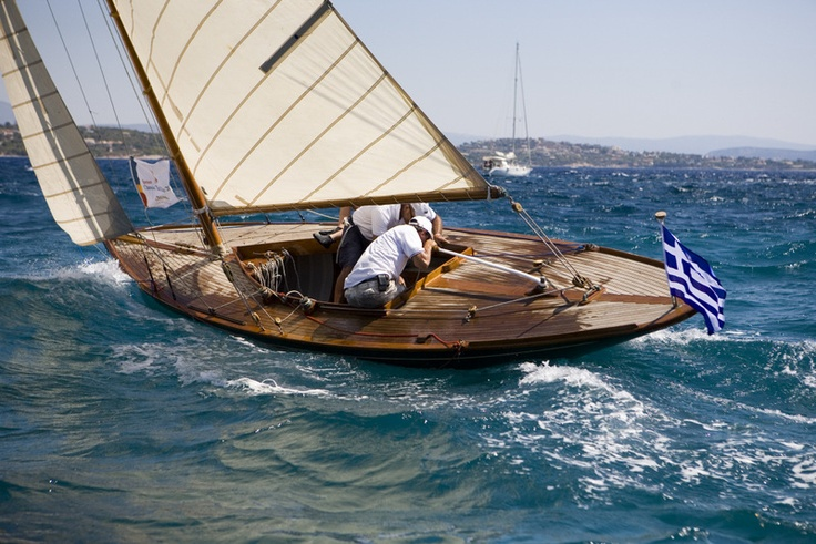 The oldest yacht in the Spetses Classic Yacht in 2012, Navissa (1907), also won first place in the Vintage Classic Yacht Division.