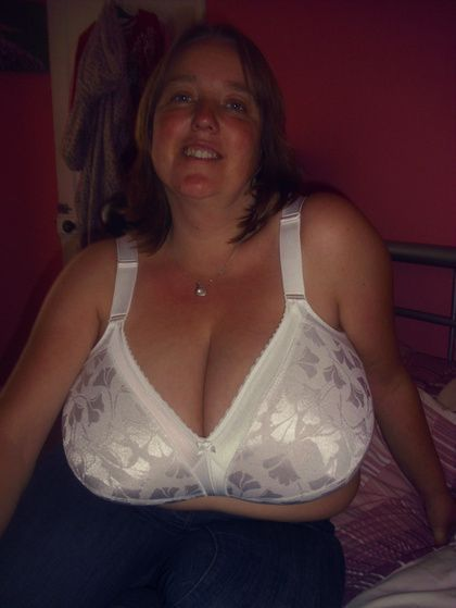 Free Mature Bra Tits Ass Pics 44