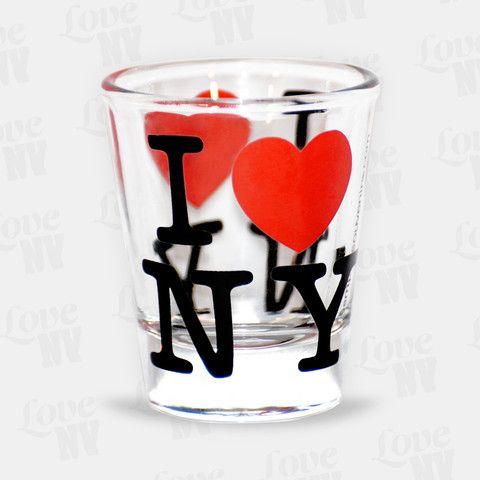 Der Renner auf jeder Party! Das original I LOVE NY Shotglas kommt bei jeder Gelegenheit gut an. Durch das dickwändige Glas macht dieser 4cl Stamper jedes Getränk zu einem New Yorker Erlebnis. #shotglas #stamper #kurzer #kurze #party #tequila #vodka #iloveny #newyorkcity #newyork #nyc #ny