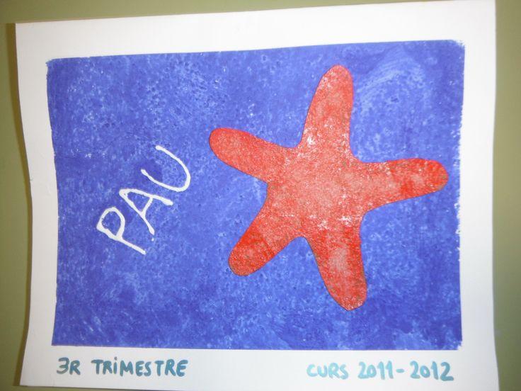 El fons blau esta fet amb sal, tempera i cola blanca. L'estrella amb paper de polir o de vidre i pintada amb ceres.