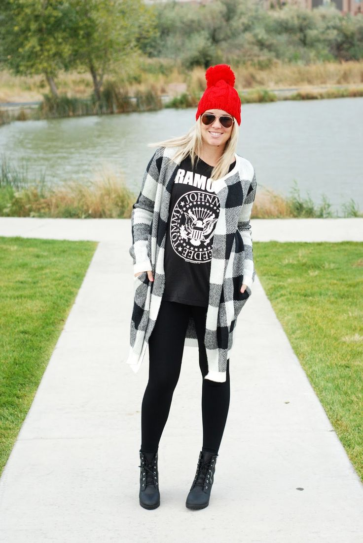 Layered fall maternity outfit with a pop of color! Pregnant outfit from www.theredclosetdiary.com || Instagram: jalynnschroeder