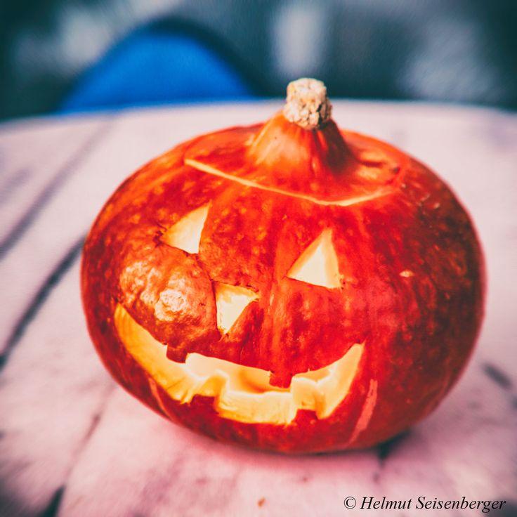 Ich wünsche Euch allen fröhliche Halloween!  Ähnliche Artikel:Fröhliche Feiertage!Ich wünsche Euch ein gutes neues Jahr 2017Einfluss des Wetters auf die Arbeit eines SelbstständigenLiebesschlösserVlog und aktuelle Gedanken im September 2017Er ist wieder da!Mitteilen: