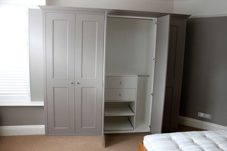 Classic fitted wardrobe in Hanwell west london