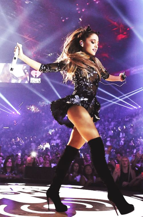 Ariana perfroming Break free.She puts her body into it.