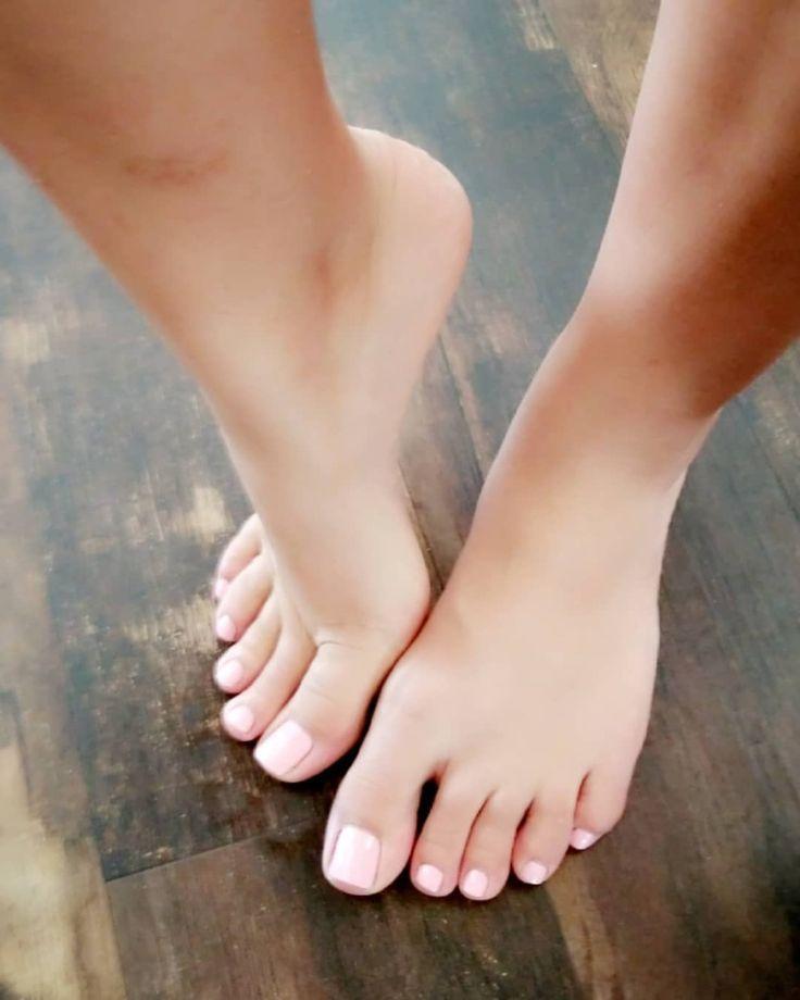 его преимущество фото женских босых ног праздничные дни эти