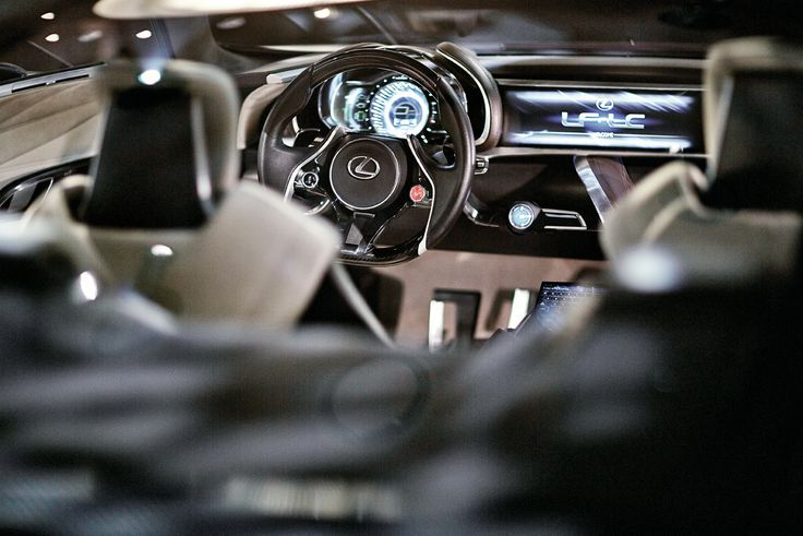 LF-LC의 실내 인테리어는 렉서스가 추구하는 휴먼 머신 인터페이스의 내일이다. 새로운 파워트레인은 고효율 2.5리터 가솔린 엔진에 콤팩트 고출력 영구자석 전기모터가 조화를 이룬다. | Lexus i-Magazine 다운로드 ▶ www.lexus.co.kr/magazine #Lexus #Magazine #LFLC #hybrid
