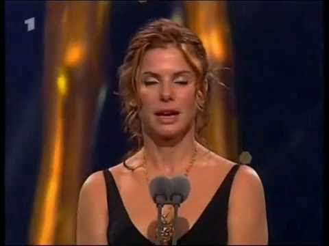 Sandra Bullock Speaks Fluent German - YouTube