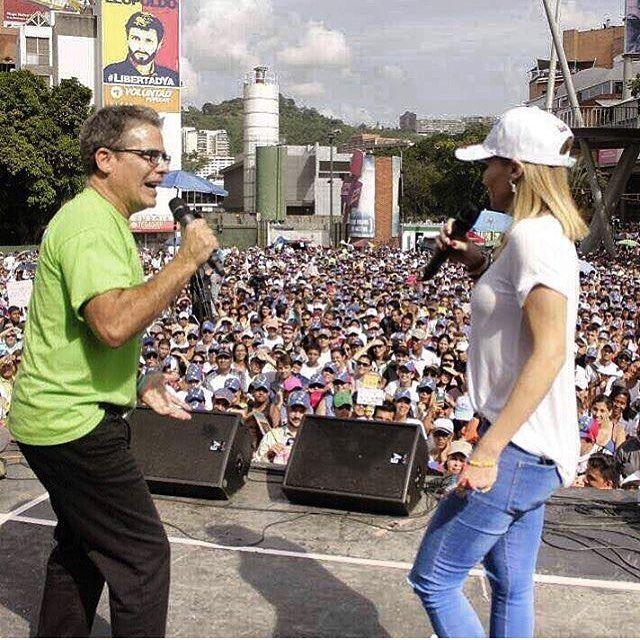10 años de lucha contra la censura. . Con el cierre de RCTV en Venezuela inició un camino de censura que ha cerrado cientos de canales de televisión emisoras de radio periódicos redes sociales y páginas web. . La dictadura quiere que solo veamos lo que ellos quieren escuchemos lo que ellos quieran y opinemos lo que ellos quieran. Es someternos a la ignorancia y la obediencia. Pero somos un pueblo de libertadores. Venezolanos le dieron la Libertad a casi un continente entero no podemos ser…