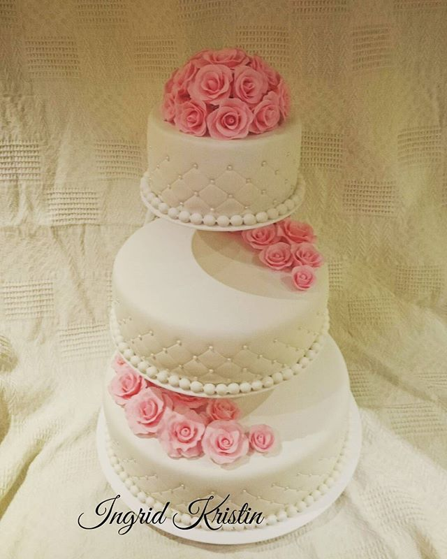#ingridskakerbørsa #bryllupskake #3etg #sjokoladekake #rosetopp #palsmarsipan #pals #sørtrøndelag #skaunkommune #børsa
