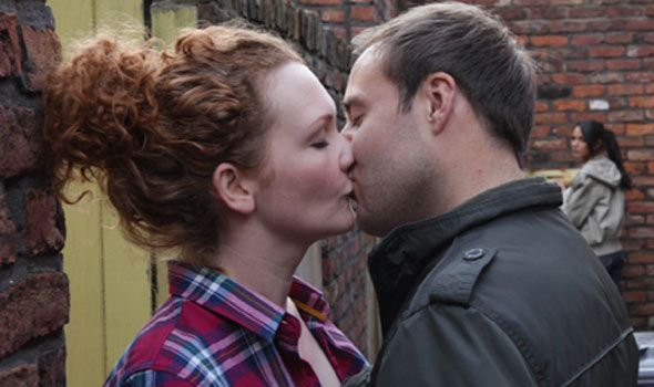 Corrie: Fiz and Tyrone – it's love!