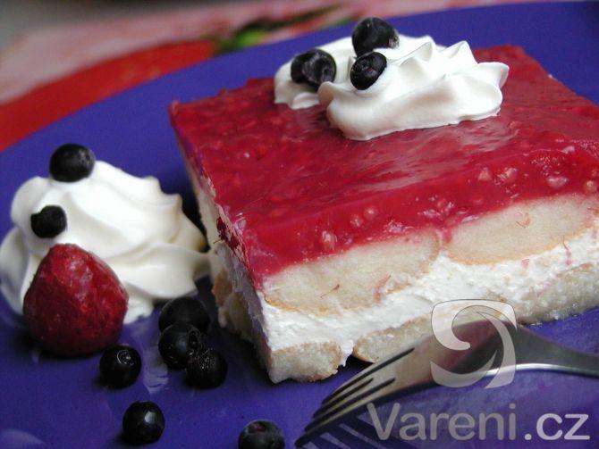 Ovocný dortík ze zakysané smetany určitě znáte, ale nabízím vám trochu jinou variantu tohoto svěžího dezertu.
