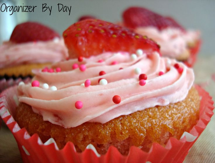 Homemade All #Strawberry #Cupcakes! Real strawberries in the cupcakes, icing and on top! Great for #Valentine's Day or birthdays
