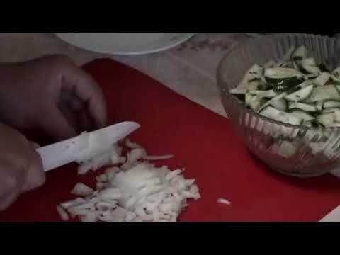 Салат из свежих огурцов  вкусный витаминный салат