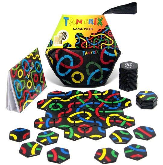Tantrix (PL+9) Het is de bedoeling om een zo lang mogelijke aaneengesloten lijn te maken van een kleur naar keuze, waarbij de eindscore het aantal tegels is die deel uitmaken van deze lijn.