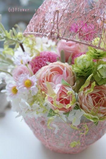 『サロンを彩る② 春のピンクエッグ』 http://ameblo.jp/flower-note/entry-10815357560.html