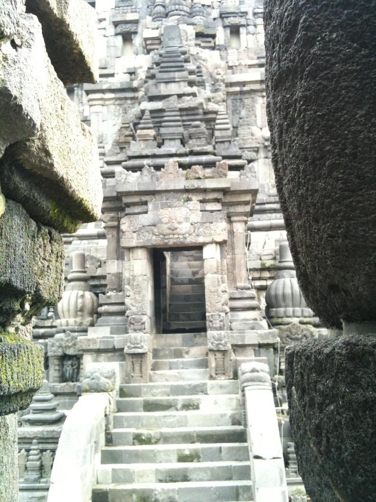 Prambanan. must return here, soon.