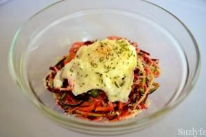 This is the best vegetarian carbonara spiralizer recipe using beets, zucchini and sweet potato, all topped with a bit of egg yolk poem. Get the gluten free healthy recipe on suzlyfe.com @suzlyfe