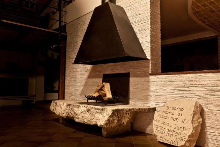 Camini in pietra da rustici a moderni - Camino in pietra di design