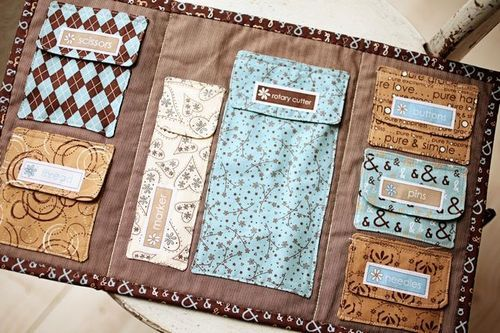 find pockets to hold all your goodies.Ideas, Sewing Kits, Sewing Projects, Crochet Hooks, Diy Organic Bags, Sewing Bags, Sewing Organic, Crafts, Sewing Notions