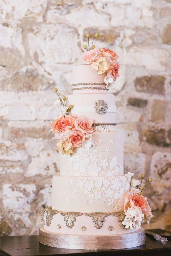 Elegant vintage wedding cake by http://sugarbellecakes.ca
