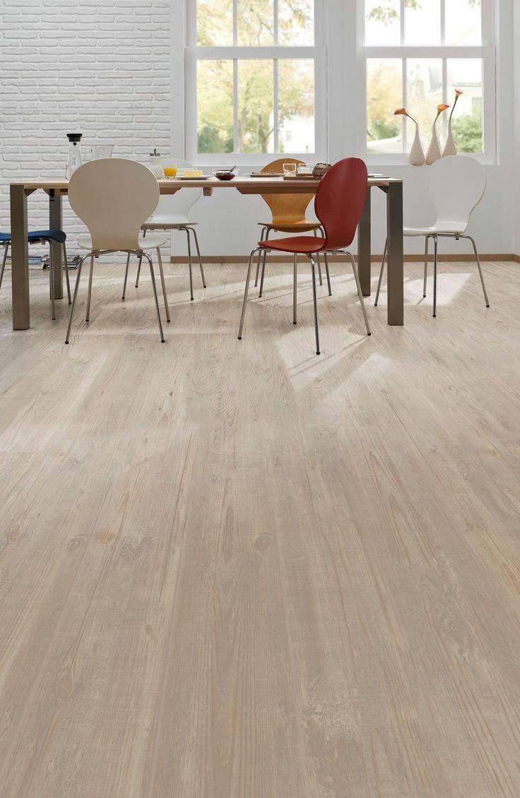 Pro Fix - Natural pine: Pvc click laminaat vloer. Pvc vloer, net echt hout | Bestel tot 6 GRATIS stalen op onze website handyfloor.nl | Deze prachtige vloer kan toegepast worden in iedere woning. Door de natuurlijke look past deze in zowel een modern als een klassiek interieur. Kies bij deze vloer eens voor een jute of sisal tapijt voor een cosy sfeer. #eiken #houtlook #hout #houten 29,95 / m2 (incl. BTW)